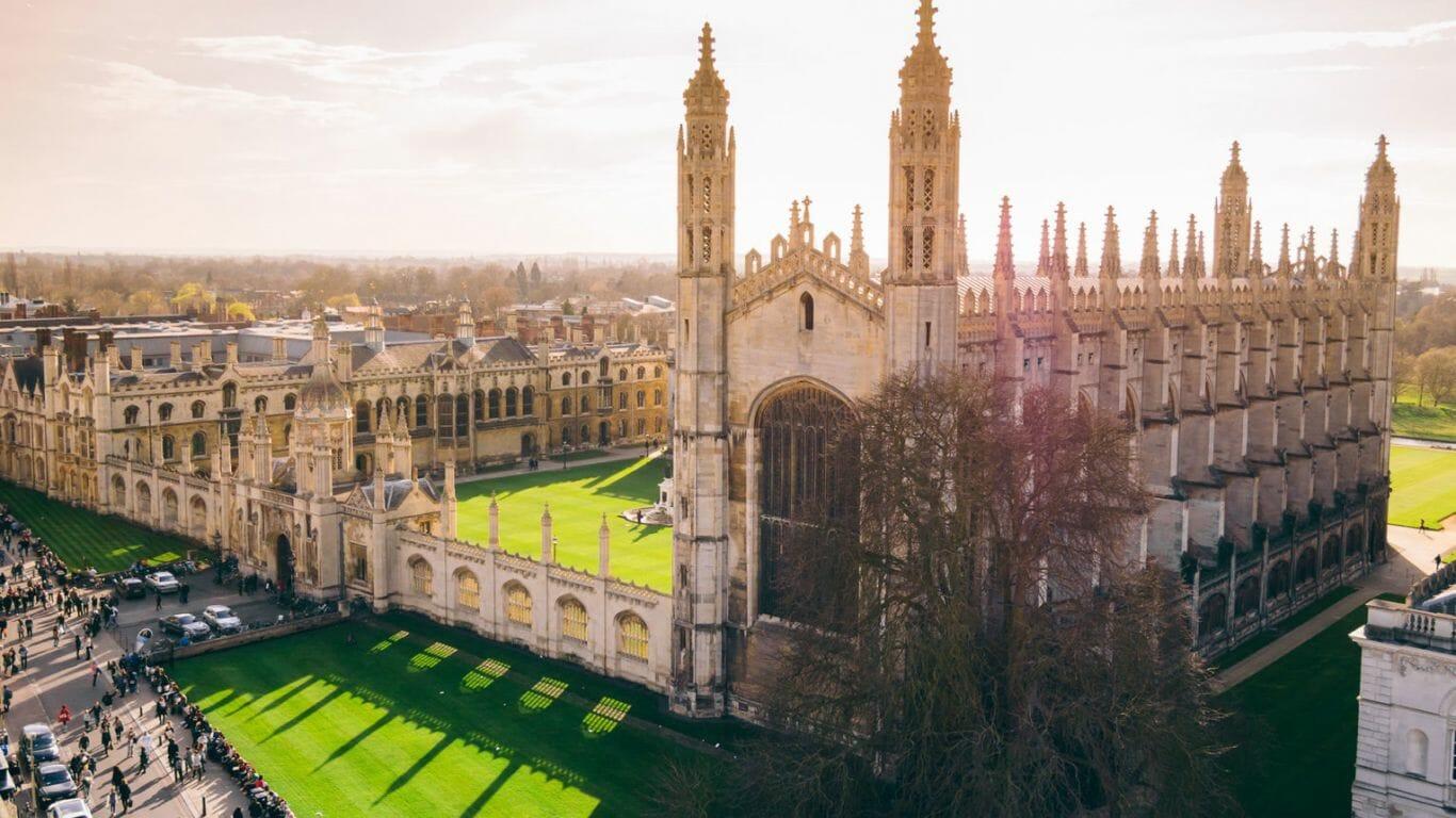 Universidade Cambridge, da Inglaterra, oferece cursos online grátis de idiomas