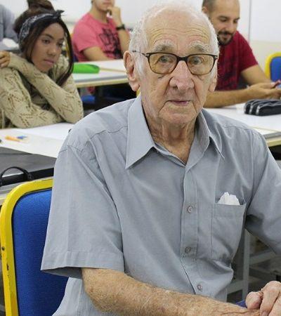 Aos 90 anos, ele decidiu realizar o sonho de realizar uma graduação