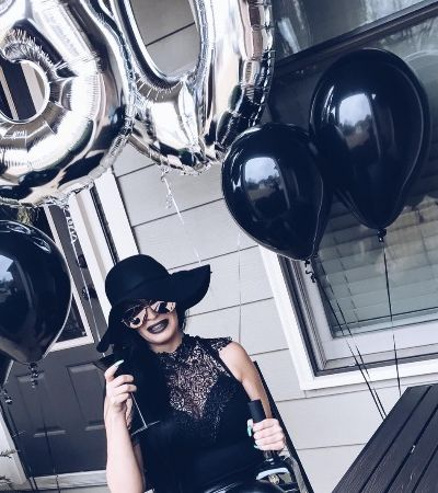 Ela criou um 'funeral da juventude' em seu aniversário de 30 e despertou reações diversas