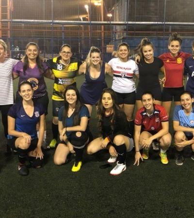 Projeto disponibiliza quadra grátis para incentivar mulheres a jogarem futebol em SP