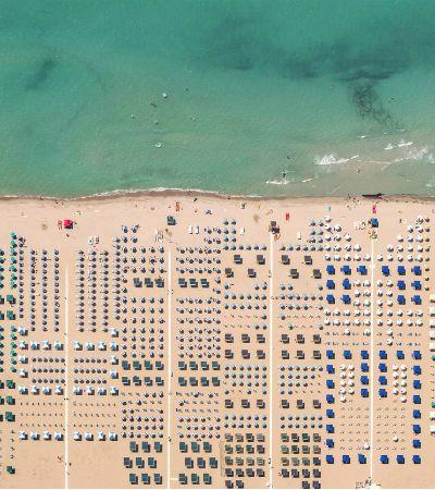 As praias italianas definitivamente não se parecem nada com as brasileiras