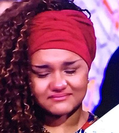 Ela brilhou no 'The Voice Kids'. E emocionou a internet após revelar homenagem