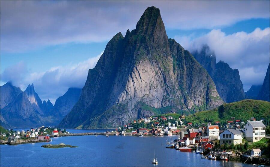 Noruega lidera o Relatório Mundial da Felicidade da ONU