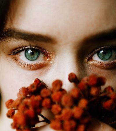 Mulheres são retratadas de forma intensa, mas também delicada por fotógrafo russo