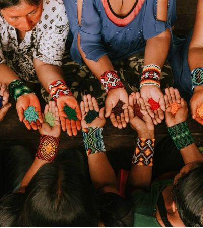 Empoderamento feminino e proteção da Amazônia inspiram nova coleção da FARM em parceria com índias Yawanawa
