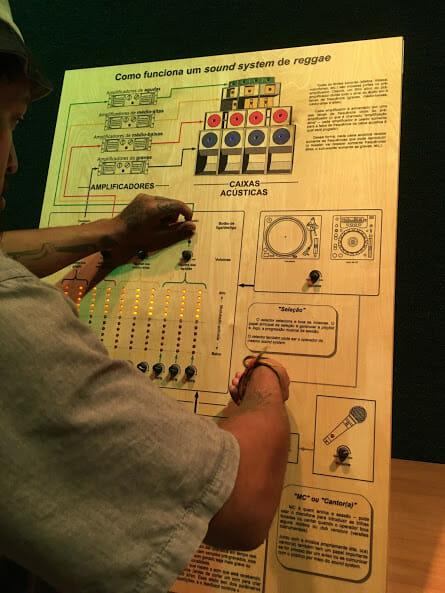 Público pode aprender a controlar o sistema de som