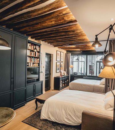 Em Paris, livraria abandonada vira hospedagem estilosa e cult com 4,5 mil livros