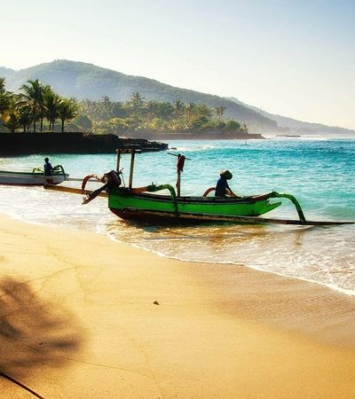 Menino de 12 anos rouba o cartão de crédito da mãe e vai sozinho para Bali