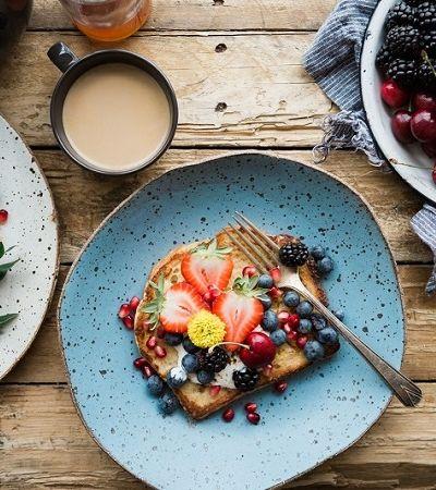 Pessoas que tomam café da manhã tende a ganhar menos peso ao longo do anos, aponta estudo