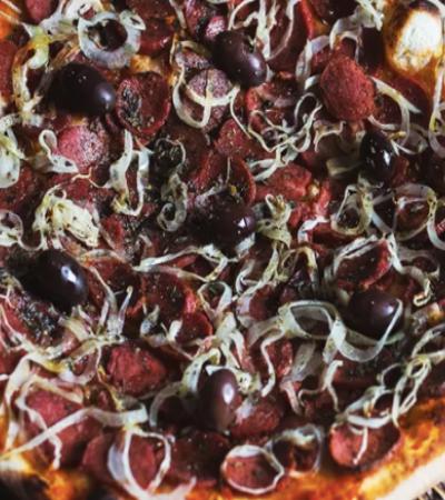 Nova pizzaria vegana de SP recria sabores clássicos. Incluindo a calabresa, claro