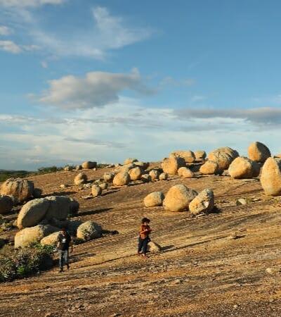 Vivemos a impactante realidade do sertão paraibano da série 'Onde Nascem os Fortes'