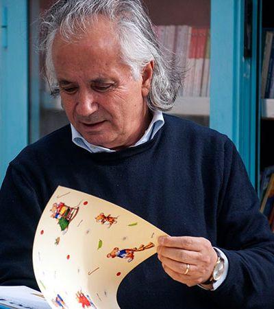 Professor cria biblioteca com rodas para espalhar seu amor pela literatura às crianças