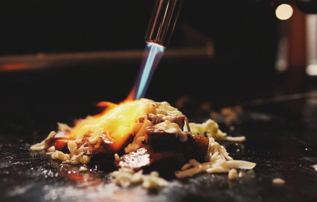 As opções passam por churrasco, hambúrgueres e lanches variados