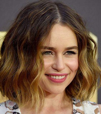 Emilia Clarke afirma ter igualdade salarial com elenco masculino de 'Game Of Thrones'