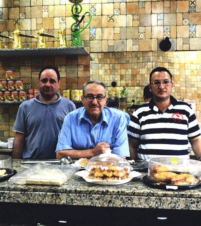 Família de sírios foge da guerra e abre casa de doces típicos em SP