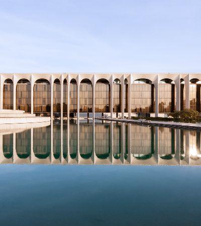 Obra de Niemeyer em Milão completa 40 anos e fotógrafa brasileira registra sua imponência