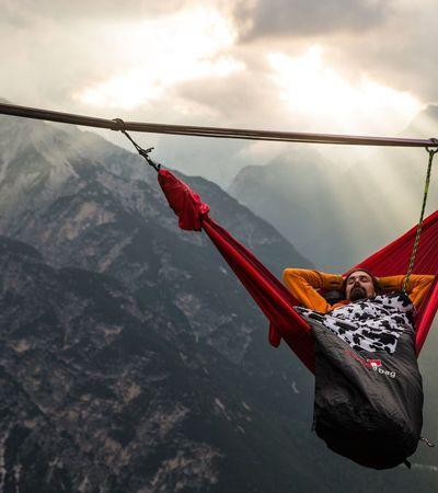 Fotos mostram como deitar em uma rede pode ser um esporte radical