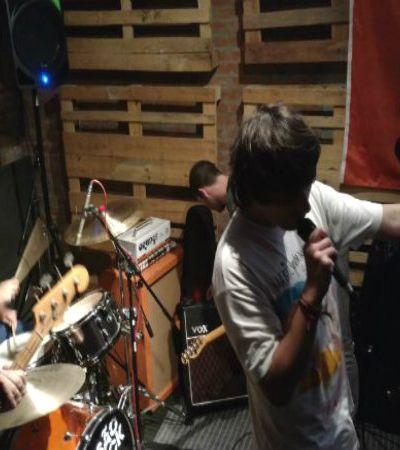 Projeção inusitada surpreende, celebrando o rock independente na Augusta