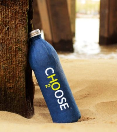 Essa garrafa de água se decompõe em alguns meses e promete ser uma alternativa ao plástico