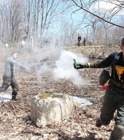 O acampamento de sobrevivência zumbi que prepara pessoas para o apocalipse