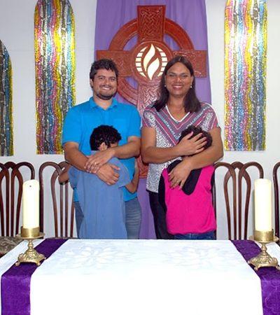 """""""A família transafetiva existe"""", pastora trans adota menino especial e menina transexual"""
