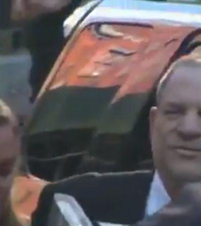 Harvey Weinstein deixa delegacia sorrindo após ser autuado e acusado de estupro e agressões sexuais
