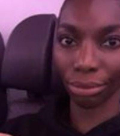 """Michaela Coel desabafa contra racismo em voo, """"pediram para eu limpar a sujeira"""""""