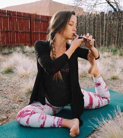 Retiros nos EUA combinam yoga e maconha para um relaxamento 'mais profundo'