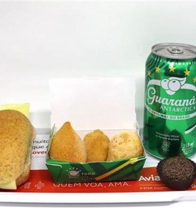 Voos da Avianca tem combo com pão de queijo, brigadeiro e guaraná até o fim da Copa