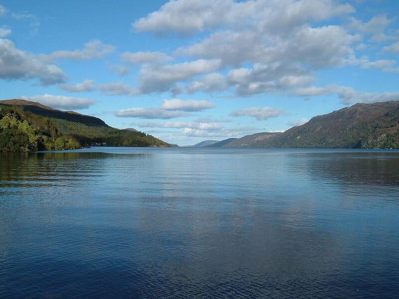 As escuras e profundas águas do Lago Ness ainda escondem segredos