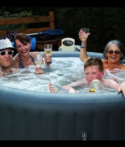 Melhor emprego: empresa busca pessoa para testar banheiras quentes portáteis