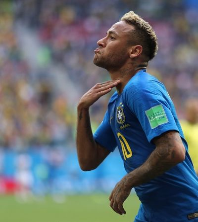 Bar no RJ promete bebida grátis a cada queda de Neymar contra a Sérvia