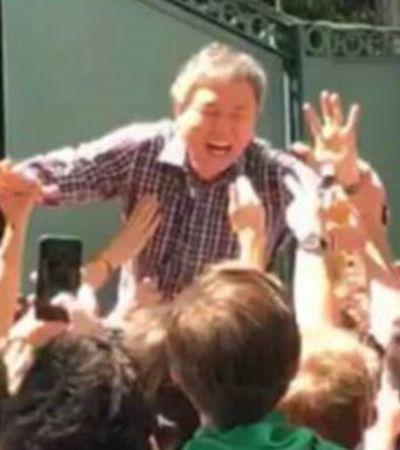 Sob gritos de 'coreano irmão, já és mexicano', embaixador vira até dose de tequila