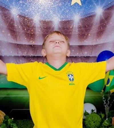 """""""Deus escuta essa oração por favor"""", filho de Neymar aparece rezando para o pai antes de jogo"""