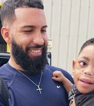 Pai canta para filho com deficiência auditiva e cai no choro quando ele sorri