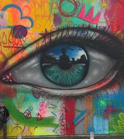 Após ser rejeitado por galerias, artista encontra na rua o lugar para se expressar