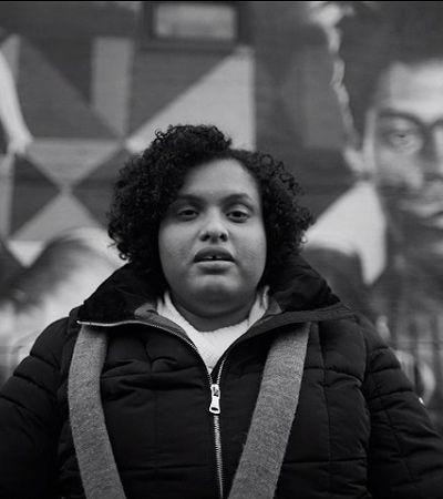 Mulheres em situação de rua de NY dão aulas de inglês para alunos do mundo todo graças a este projeto