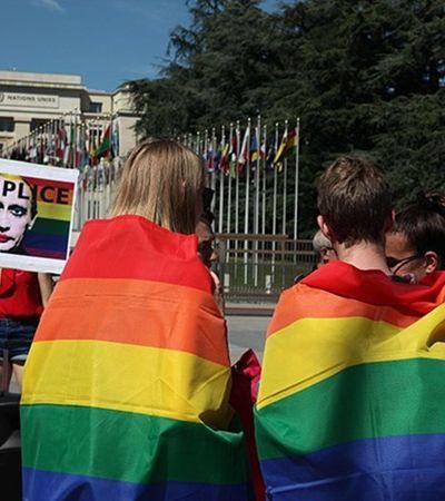 Governo brasileiro pede que LGBTs que forem à Copa evitem gestos de afeto