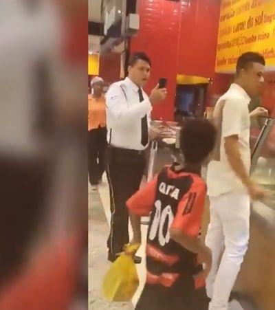 Segurança tenta impedir que homem pague almoço para menino em Salvador
