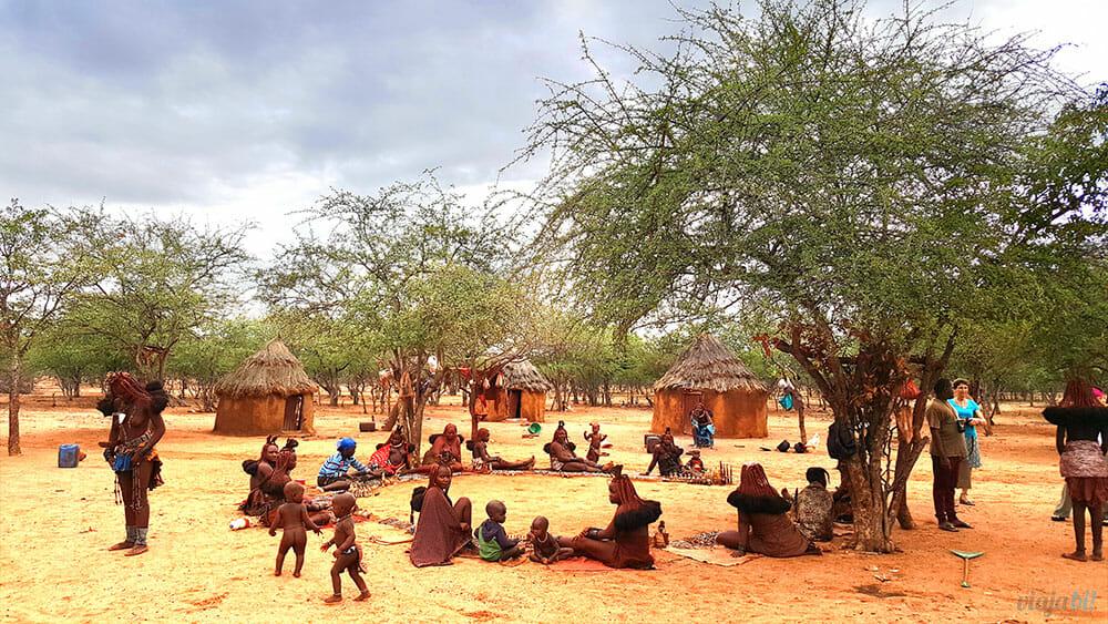 Tribo Himba perto de Kamanjab, na Namíbia - Foto: Viaja Bi!