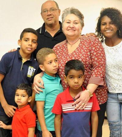 Casal adota 5 filhos para que os irmãos não se separem