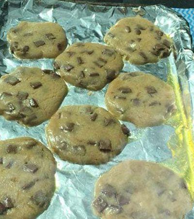 Para alertar sobre o risco para pets, veterinária cozinha biscoitos no calor de um carro fechado