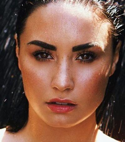 Demi Lovato nos lembra que precisamos ter conversas maduras sobre drogas