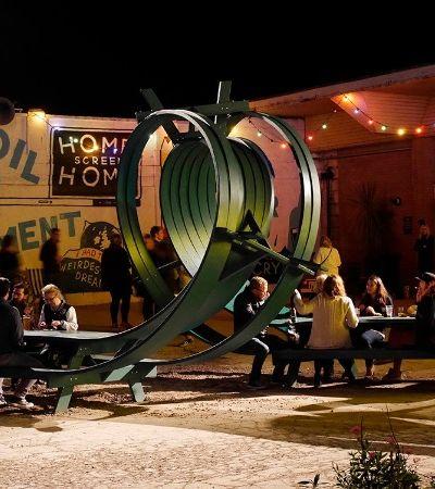 Este escultor é especialista em criar mesas funcionais e que também são obras de arte