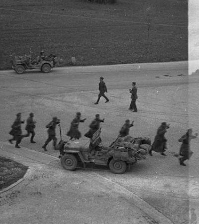 Filmes encontrados no lixo mostram a vida de oficiais poloneses prisioneiros dos nazistas