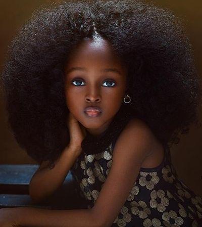 Garotinha nigeriana deixou todo mundo boquiaberto com sua beleza