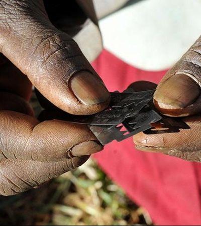 Bebê de 5 dias morre após sofrer mutilação genital