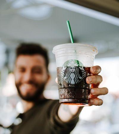 Starbucks entra na guerra contra o plástico e anuncia o banimento de canudinhos