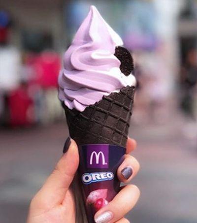 O sorvete com casquinha de Oreo do McDonald's está deixando todo mundo maluco
