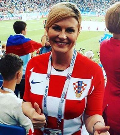 Presidenta croata paga ingresso do próprio bolso para ver jogo na arquibancada